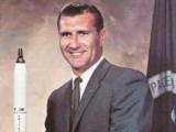 Помер один з перших астронавтів, що облетіли навколо Місяця